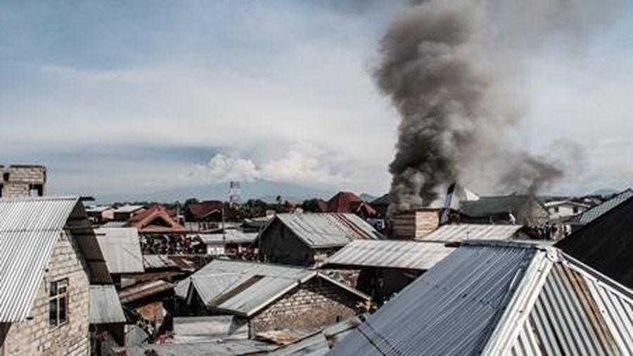 Phi cơ thương mại lao xuống khu dân cư làm 18 người chết