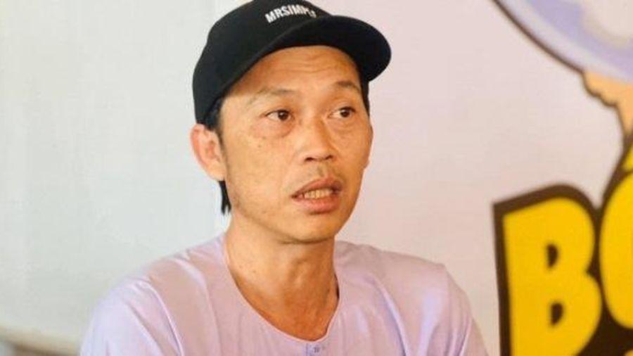 Hành động của Hoài Linh tại buổi diễn ở hội chợ nhanh chóng 'gây bão' cư dân mạng