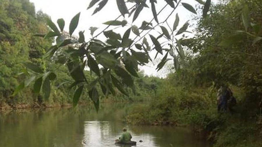 Phát hiện thi thể nam thanh niên trôi dưới sông ở Nghệ An
