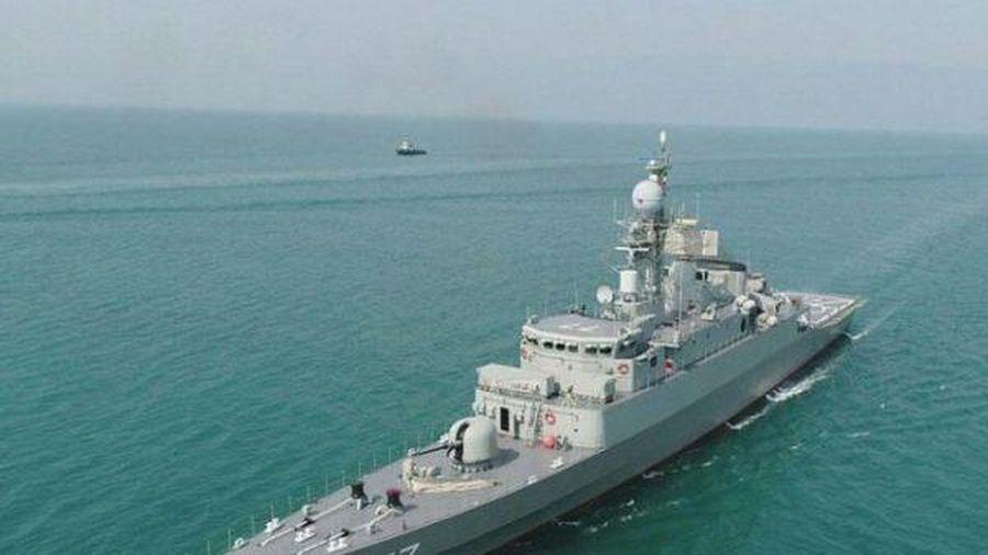 Hải quân Iran lên kế hoạch chế tạo tàu khu trục khổng lồ