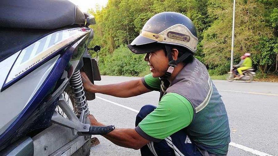 Cứu hộ xe ở đường Rừng Sác, không tiền vẫn giúp