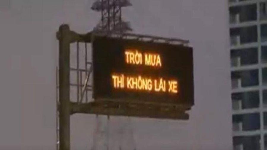VEC E xin lỗi vì 'trời mưa thì không lái xe'