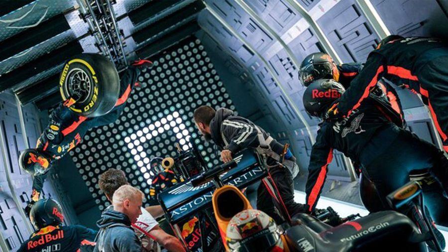 Đội đua Red Bull thử thay lốp ở điều kiện không trọng lực
