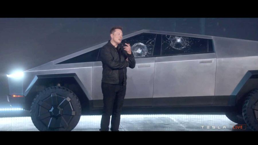 Elon Musk khoe video ném kính Tesla Cybertruck không vỡ