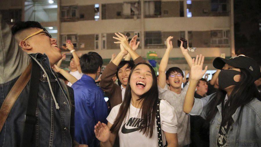 Các đảng thân Bắc Kinh thất bại nặng nề trong bầu cử Hong Kong
