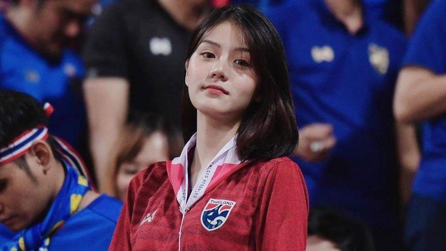 Ba bóng hồng cổ động viên của tuyển Thái Lan