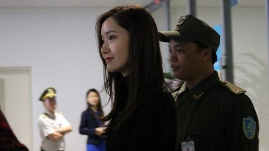 Yoona nổi bật, Jang Dong Gun được khen phong độ khi đến Hà Nội