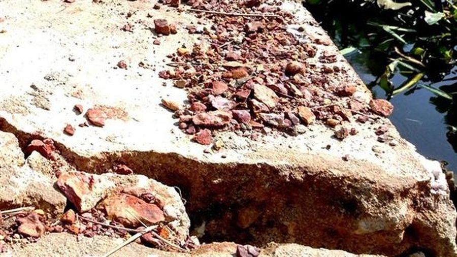 Kè tiền tỷ đang thi công đã nứt toác: Nền đất yếu?