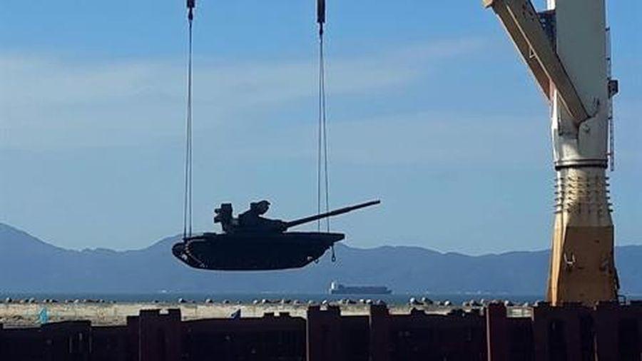 Loạt xe tăng T-72B1MS tối tân vừa cập cảng Việt Nam