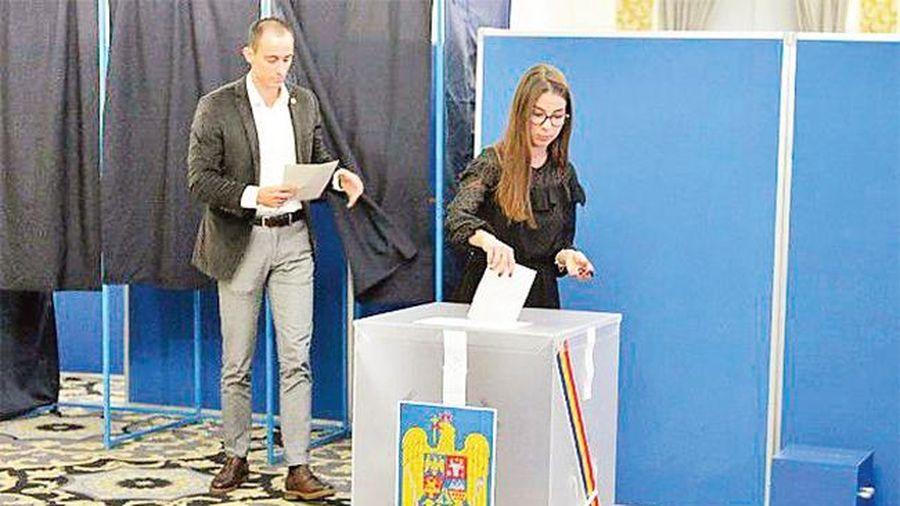 Ru-ma-ni bầu tổng thống vòng hai