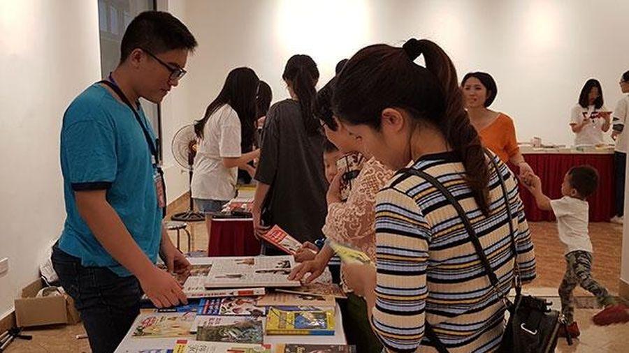 Học sinh làm hội sách khuyến đọc