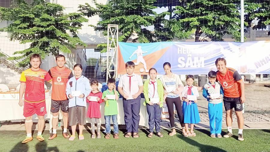 Giao lưu bóng đá cùng 2 cựu cầu thủ đội tuyển Việt Nam Minh Phương và Vũ Phong