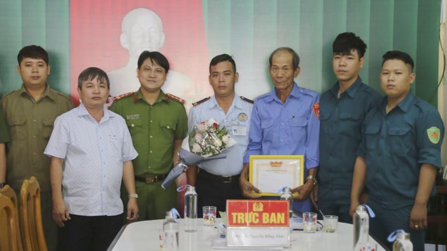 Khen thưởng Tổ tuần tra 8394