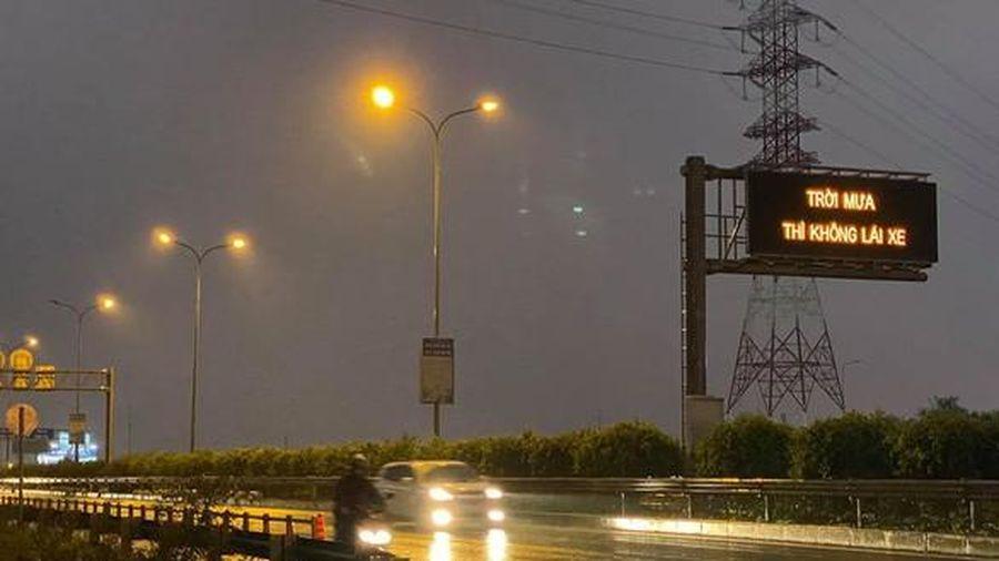 VEC E xin lỗi vì bảng điện tử trên cao tốc với nội dung 'Trời mưa thì không lái xe'