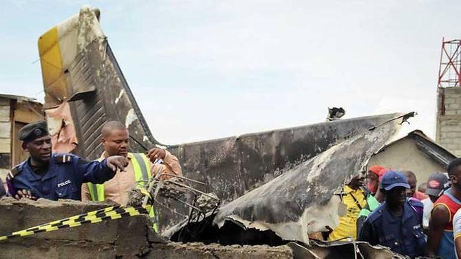 Congo: Máy bay rơi xuống nhà dân, ít nhất 29 người thiệt mạng