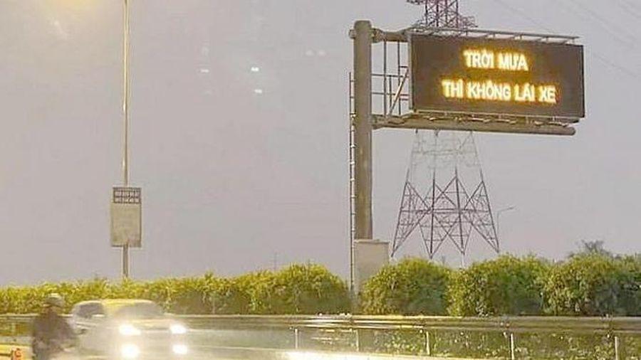 Nguyên nhân xuất hiện dòng chữ 'Trời mưa thì không lái xe' trên cao tốc Long Thành