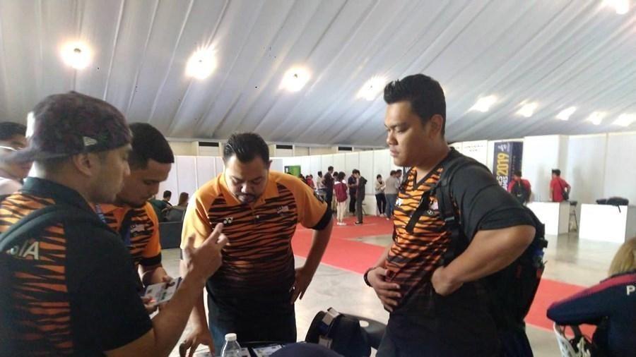 Sắp ra sân thi đấu, U22 Malaysia vẫn chưa có thẻ VĐV