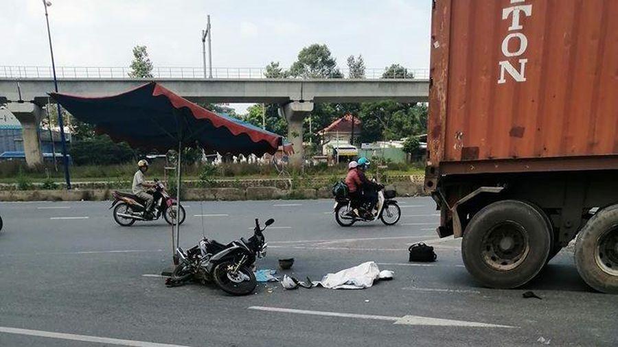 TP.HCM: Bé gái 2 tuổi tử vong, cha mẹ nhập viện sau va chạm với xe container