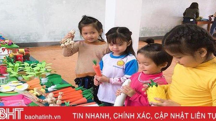 'Ngộ nghĩnh' những món đồ chơi cho bé dưới bàn tay của cô giáo mầm non Hà Tĩnh