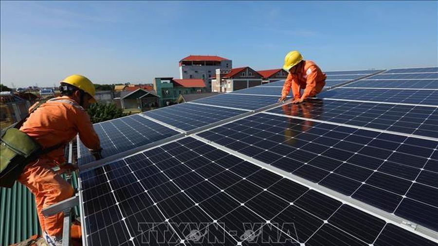 Hà Nội khuyến khích phát triển điện mặt trời áp mái