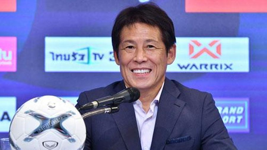 Vừa làm việc vài tháng, HLV Nishino đã được Thái Lan mời ký hợp đồng 4 năm