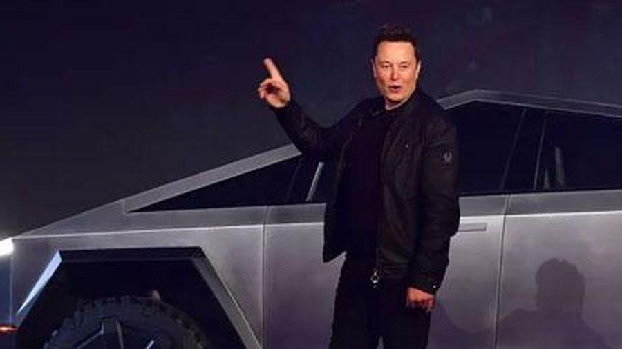 Bất chấp sự cố nứt kính, xe bán tải chống đạn của Tesla vẫn đắt khách
