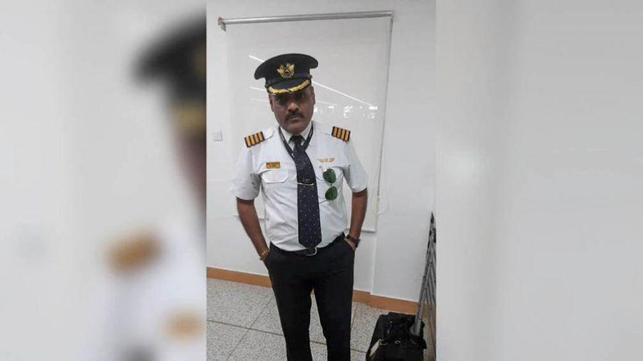 Khách Ấn Độ bị bắt quả tang giả làm phi công để trốn vé
