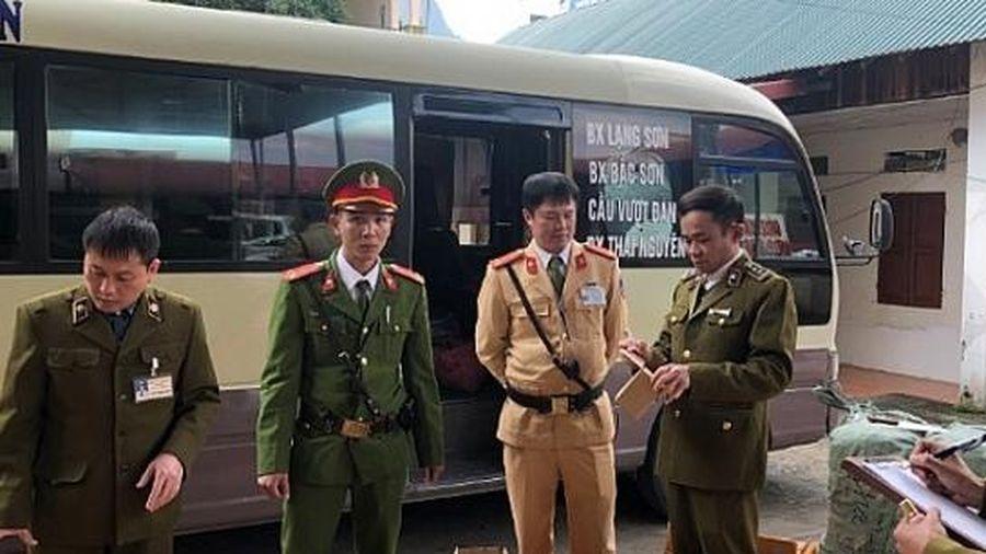 Lạng Sơn: Tạm giữ trên 3.000 lọ sơn móng tay nhập lậu