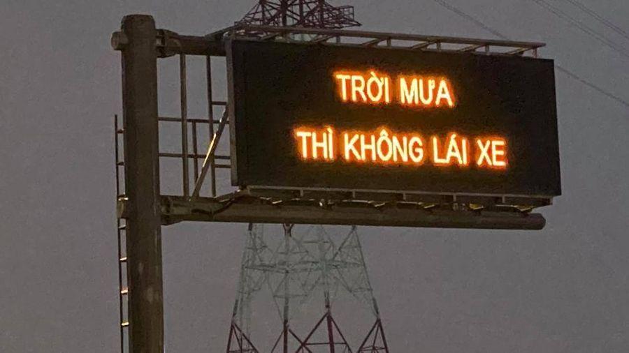 VEC E xin lỗi khách hàng vụ bảng cảnh báo 'Trời mưa thì không lái xe'
