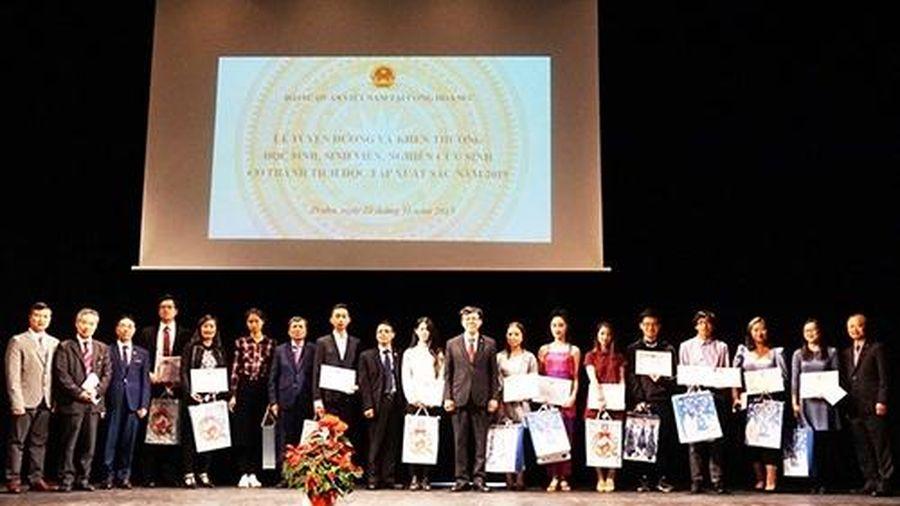 Tuyên dương người Việt có thành tích xuất sắc năm học năm học 2018-2019 tại Séc