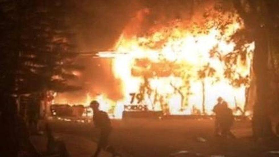 Đắk Lắk: Cháy quán bar giữa đêm, hàng chục khách tháo chạy