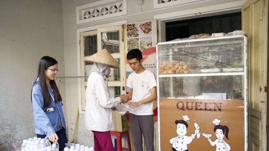 Tiệm bánh mỳ 0 đồng của chàng trai mồ côi ở Đà Nẵng