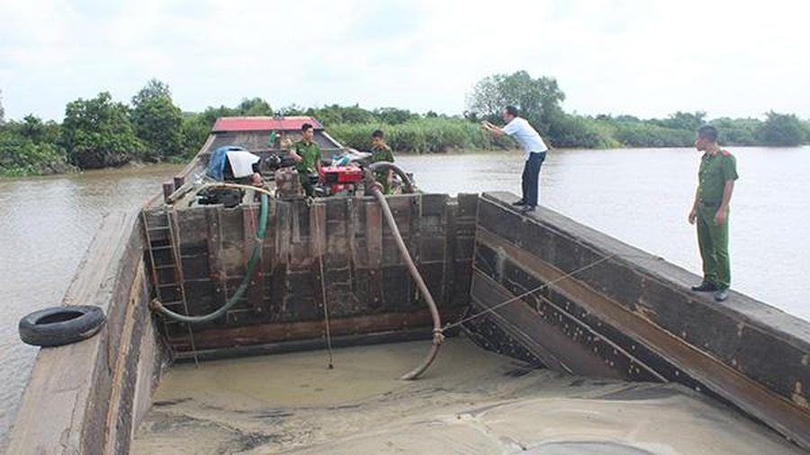 Vườn cây, ao cá trôi sông Đồng Nai vì... cát tặc