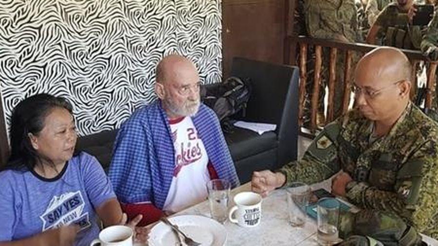 Quân đội Philippines đấu súng nghẹt thở với phiến quân để giải cứu 2 con tin