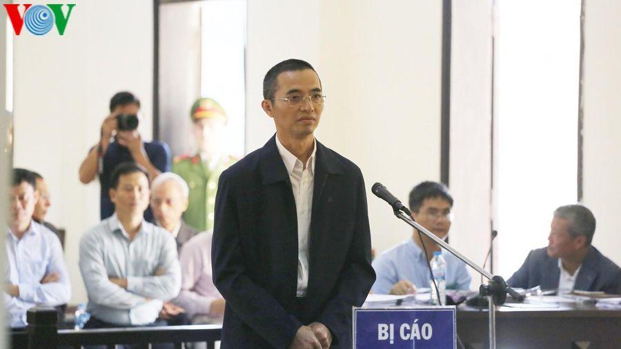 Ông Trương Minh Tuấn vắng mặt, hoãn phiên xử Chánh Thanh tra Bộ TT&TT