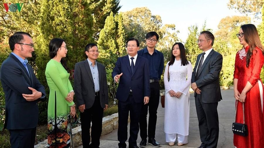 Phó Thủ tướng Trịnh Đình Dũng thăm ĐSQ Việt Nam tại Australia