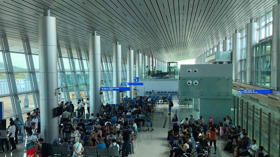 Ngoài đưa đón khách, sân bay còn là trung tâm thương mại