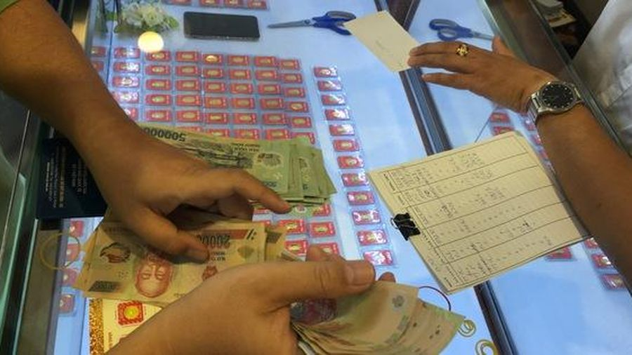 Giá vàng SJC rớt mạnh vẫn cao hơn thế giới nửa triệu đồng