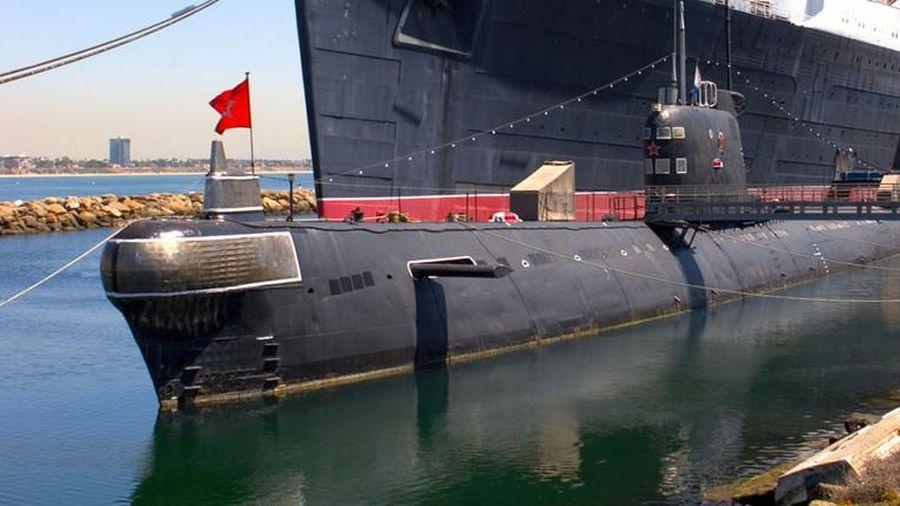 Tàu ngầm Liên Xô neo đậu ở... Mỹ bị bán rẻ cho đại gia sư tầm