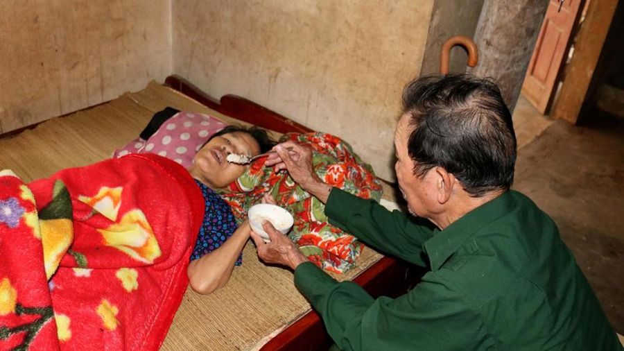 Hoàn cảnh éo le của người cựu binh nuôi vợ liệt giường và hai con trọng bệnh