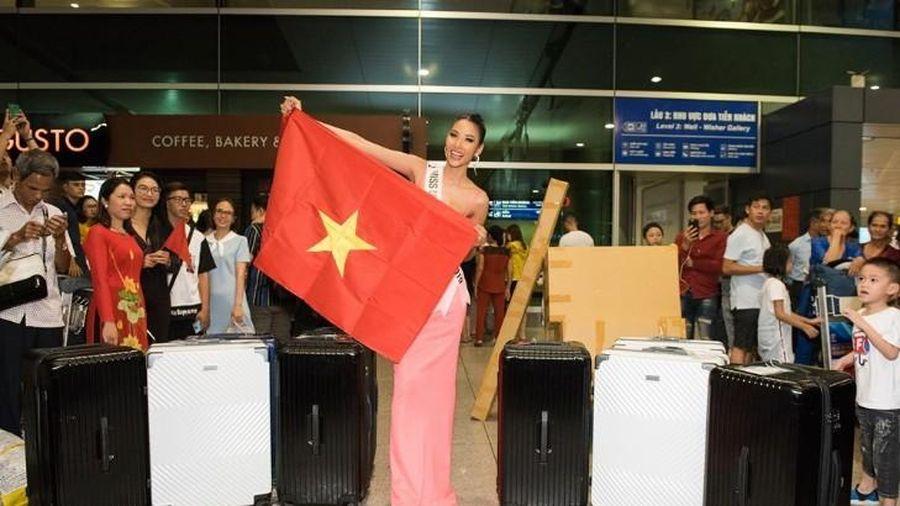 Hoàng Thùy bị phạt 2.000 USD ở sân bay
