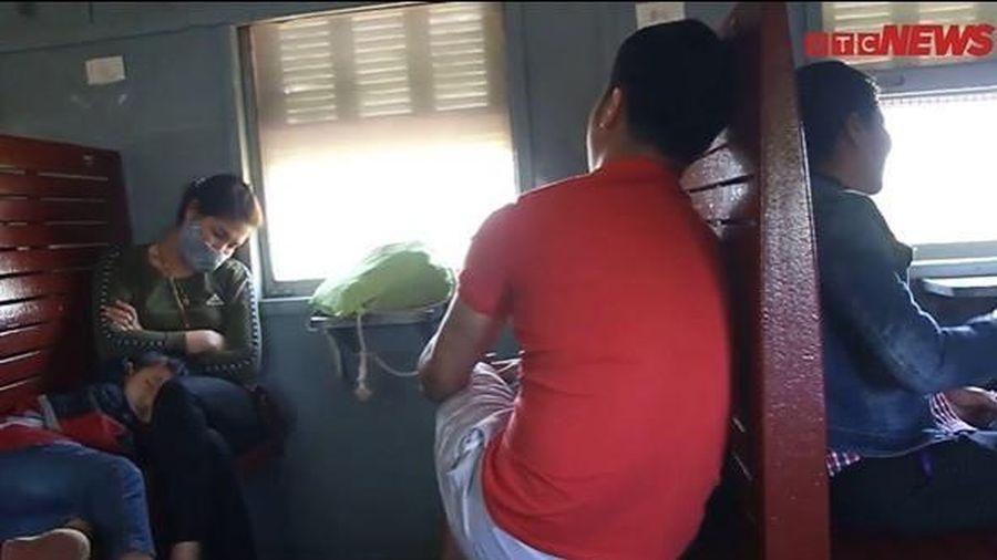 Lỗ 10 triệu/ngày, chuyến tàu Hà Nội-Hạ Long 'vắng như chùa Bà Đanh' vẫn lăn bánh