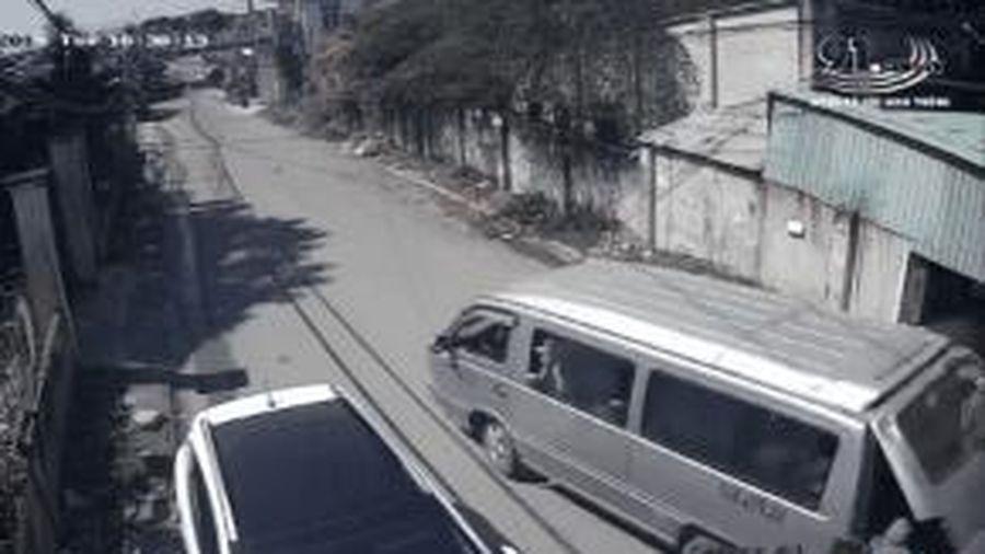 Ô tô 16 chỗ cua gấp, 3 HS tiểu học văng khỏi xe ở Đồng Nai: 'Đây là vụ việc nghiêm trọng'