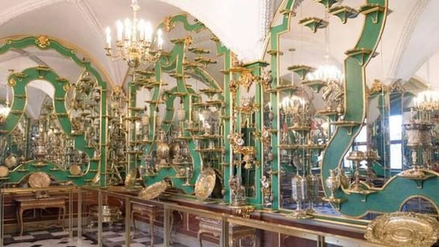 4.000 cổ vật quý giá làm bằng ngà, vàng, bạc và đá quý đã bị trộm 'ghé thăm'