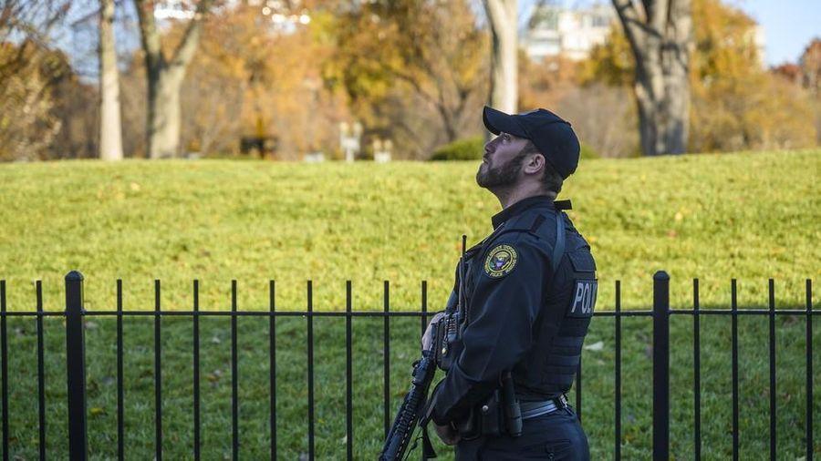 Nhà Trắng, trụ sở Quốc hội Mỹ bị phong tỏa do máy bay lạ