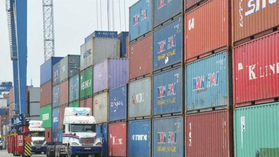'Bỏ quên' hơn 10.000 kiện hàng, container tại sân bay, cảng