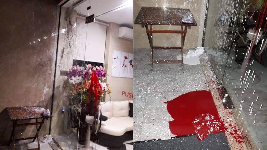 Nhà hàng ở Hội An liên tục bị khủng bố bằng mắm tôm, bom xăng