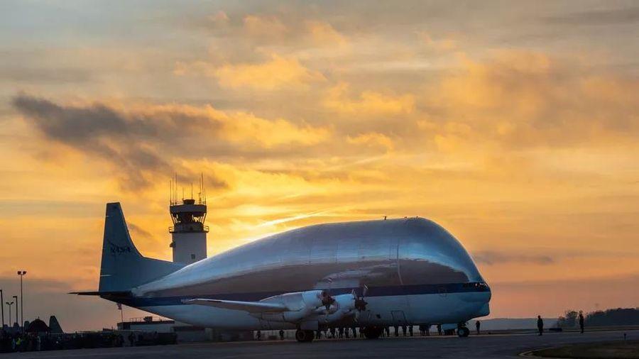NASA vận chuyển tàu vũ trụ bằng chiếc máy bay độc đáo