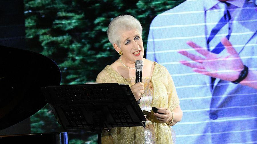 Nam tước gia tộc Rothschild hát 'Không còn mùa thu' khi đến Việt Nam