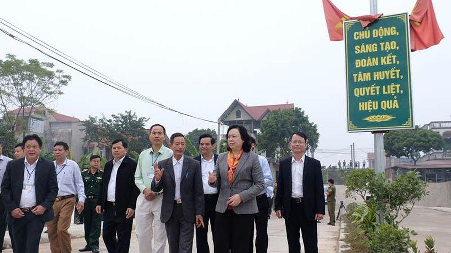 Phó Bí thư Thường trực Thành ủy Ngô Thị Thanh Hằng: Duy trì, nâng cao tiêu chí của xã đã đạt chuẩn nông thôn mới